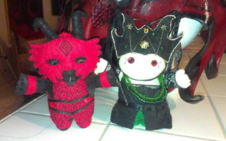 Sukrezia the Red Queen and Sir William the Dragon Rider as Deri Dolls https://www.facebook.com/pages/DeriDolls/412802558758274?sk=photos_stream